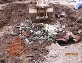 Vụ chôn thuốc trừ sâu: Khai báo 380kg, khai quật hơn... 3 tấn