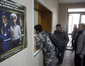 """Ukraine: Lệnh tổng động viên """"gõ cửa"""" nhà người Việt"""