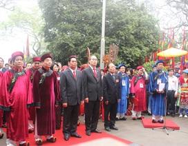 Hàng vạn người thành kính dâng hương tưởng nhớ Vua Hùng