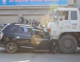Ô tô 7 chỗ và xe tải tông nhau trực diện, 4 người chết