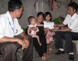 Hơn 18 triệu đồng đến với cụ bà gần 80 tuổi nuôi 3 cháu nhỏ mồ côi