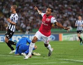 Thắng trên đất Italia, Arsenal vào vòng bảng cúp C1