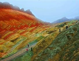 Những ngọn núi sắc màu đẹp như tranh vẽ