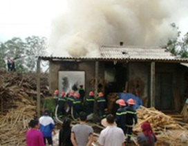 Xưởng gỗ của Công ty sách và thiết bị trường học bốc hỏa