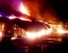 Cận cảnh vụ cháy gây thiệt hại 50 tỉ đồng tại chợ Ba Đồn