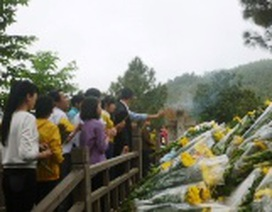 50.000 lượt người viếng mộ Đại tướng Võ Nguyên Giáp ngày đầu năm