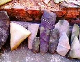Quảng Bình: Phát hiện bộ đàn đá cổ khi đào ao cá