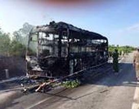 Xe khách bốc cháy, 46 người đang ngủ cuống cuồng thoát thân