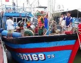 Cứu tàu gặp nạn trên biển cùng 14 ngư dân
