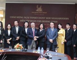 Thành viên Hoàng gia và Đại sứ Malaysia đến thăm và làm việc tại Tập đoàn Tân Hoàng Minh