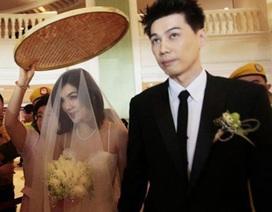 Ella nghẹn ngào trong đám cưới lần hai