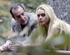 Lindsay Lohan gọi cảnh sát đuổi bố ruột khỏi nhà