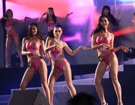 Thí sinh hoa hậu diện bikini nhảy gợi cảm để hút khán giả
