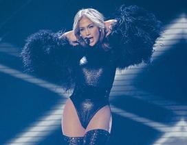 Jennifer Lopez khoe vòng ba nóng bỏng trên sân khấu