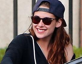 Kristen Stewart nở nụ cười đầu tiên sau khi chia tay Robert