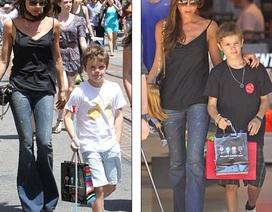 Victoria hòa mình vào dòng người tấp nập đưa các con đi mua sắm