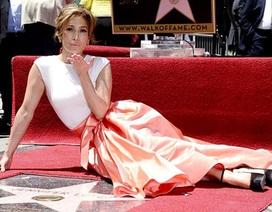 Jennifer Lopez bật khóc khi nhận sao trên Đại lộ danh vọng