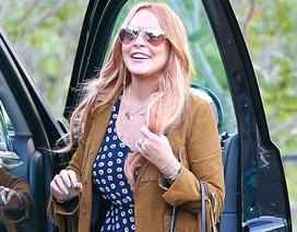 Lindsay Lohan khỏe mạnh và tươi tắn khi rời trại cai nghiện