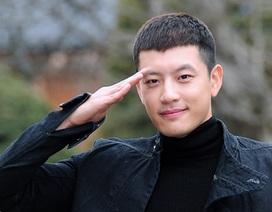 Se7en bị phạt tù quân sự vì trốn trại đi massage