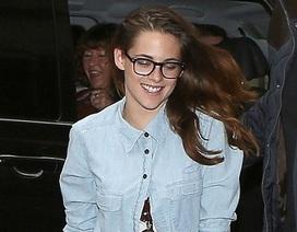 """Nụ cười hiếm hoi của Kristen Stewart từ khi bị """"đá"""""""