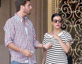 Kourtney Kardashian đau đầu vì bị tố có con với tình cũ