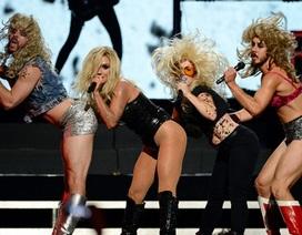 Ke$ha biểu diễn táo bạo và khiêu khích