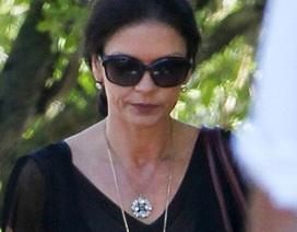 Catherine Zeta-Jones tiều tụy sau khi ly thân