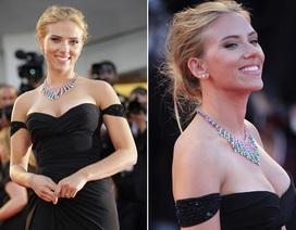 Scarlett Johansson khoe ngực đầy với váy trễ nải