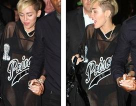"""Miley Cyrus mặc """"thoáng"""" vì…muốn được mọi người nhớ đến"""
