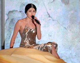 Miley Cyrus gây sốc vì… hát quá dở
