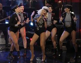 Christina Aguilera làm nữ quân nhân nóng bỏng