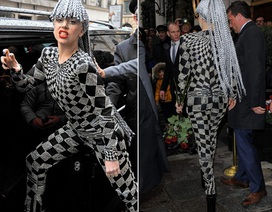 Lady Gaga cá tính đi xem trình diễn thời trang