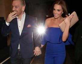 Cựu hoa hậu Anh hạnh phúc nắm tay chồng sau tin đồn hôn trai lạ