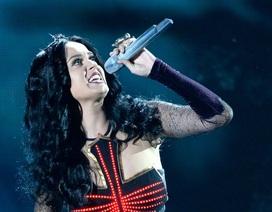 """Katy Perry """"nổi lửa"""" trên sân khấu Grammy"""