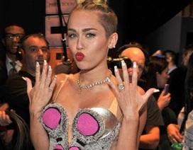 """""""Miley Cyrus phản ánh mặt tối của xã hội"""""""