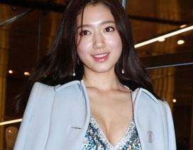 Park Shin Hye khoe vòng một gợi cảm