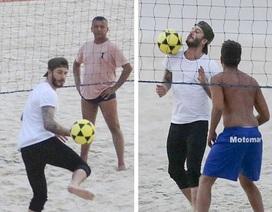 David Beckham điển trai trổ tài chơi bóng