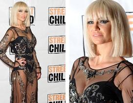 Ca sĩ Anh gợi cảm với váy xuyên thấu