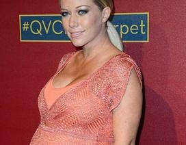 Cựu người mẫu Playboy khoe thân nảy nở tại tiệc mừng Oscar