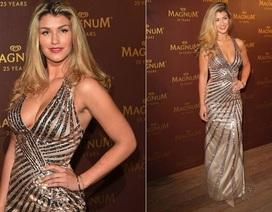 Hoa hậu Anh tạo dáng nuột nà tại Cannes