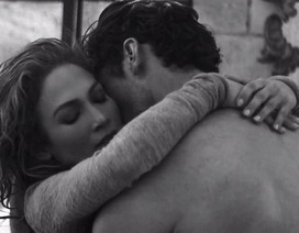 "Jennifer Lopez ""nóng rực"" trong clip mới"