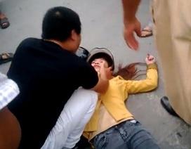 Dân mạng phẫn nộ clip chồng đánh vợ dã man giữa đường
