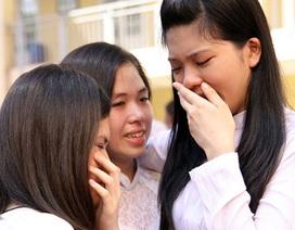 Rưng rưng nước mắt học trò giờ chia tay mái trường