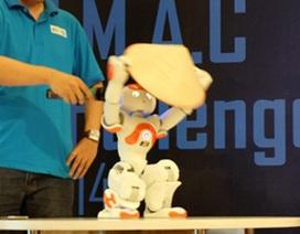 Ngắm chú robot thông minh múa nón lá Việt Nam