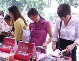 """Hội sách Hà Nội: """"Thiên đường"""" sách giảm giá"""