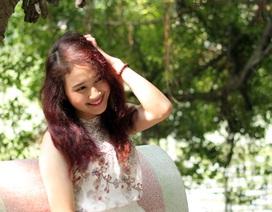 Thiếu nữ mộng mơ tận hưởng tiết thu Hà Nội