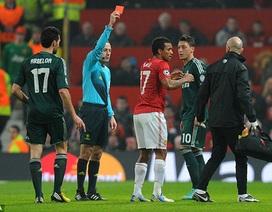 Van Persie chỉ trích UEFA thậm tệ vì thẻ đỏ của Nani