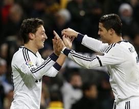 """Ozil bị bán, C.Ronaldo giận """"điên người"""" với Real Madrid"""