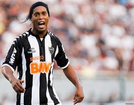"""Chiêm ngưỡng cú đúp đá phạt quá """"đỉnh"""" của Ronaldinho"""