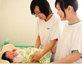 Nữ hộ sinh Bệnh viện FV (Pháp Việt), trao trọn yêu thương